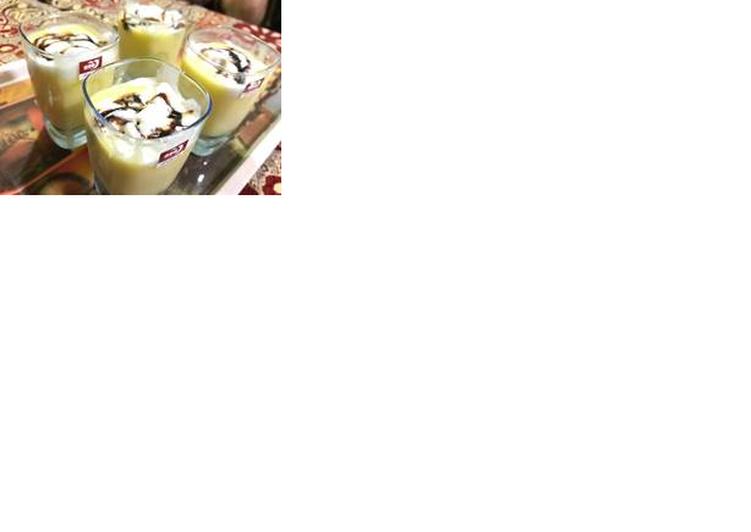 Mango shake with vanilla ice cream and some chocolate sauce
