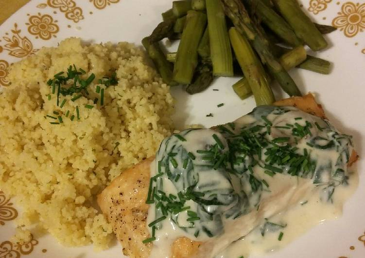 How to Cook Appetizing Baked Salmon with Spinach Mushroom Sauce