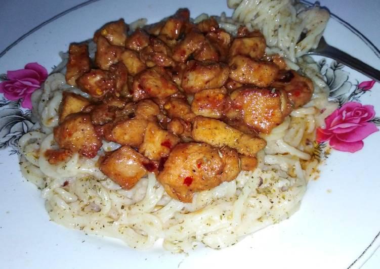 White sauce pasta with schezwan chicken