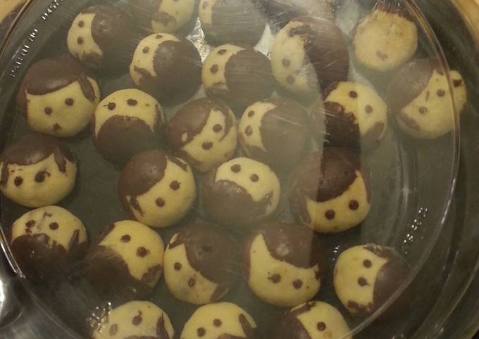 Yummy chocolate filled cookies