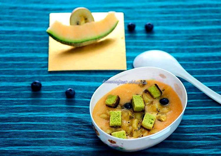 Muskmelon soup topped with green tea cake croutons