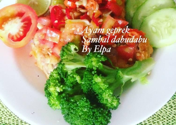 Ayam geprek sambal dabudabu