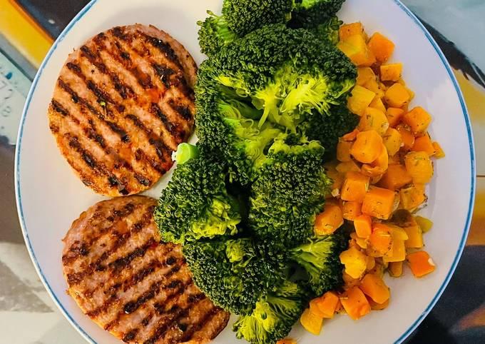 Hamburger di tacchino con zucca e broccoli