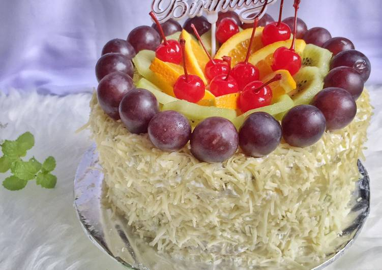 Sponge cake pandan birthday fruit tart