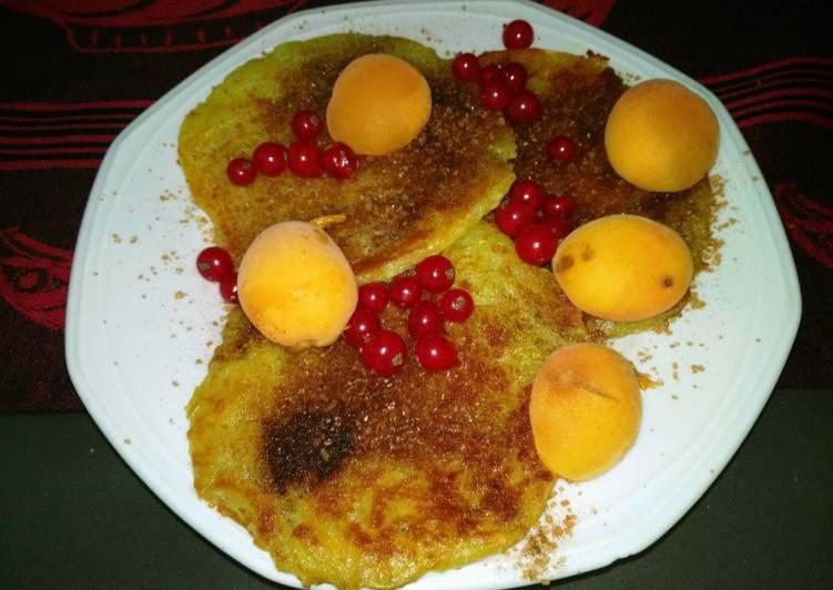 Reibekuchen / Kartoffel-Puffer mit Marillen und Johannisbeeren