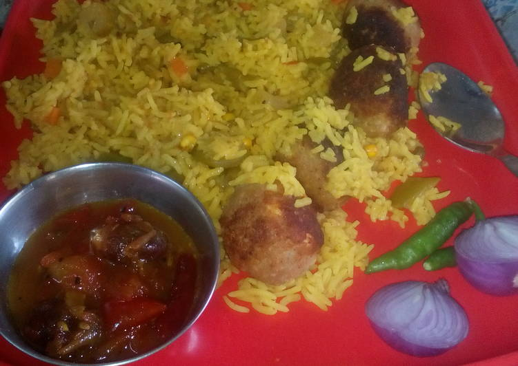Veg  rice  with soya paneer ball