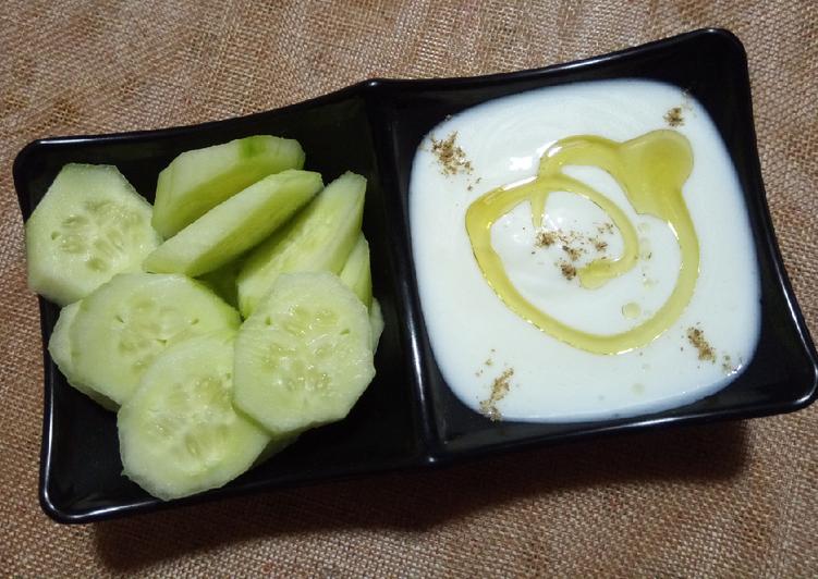 Comment Servir Sauce de yaourt accompagnée de concombre