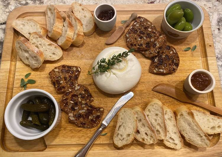 Simple To-Die-For Burrata Cheese Board
