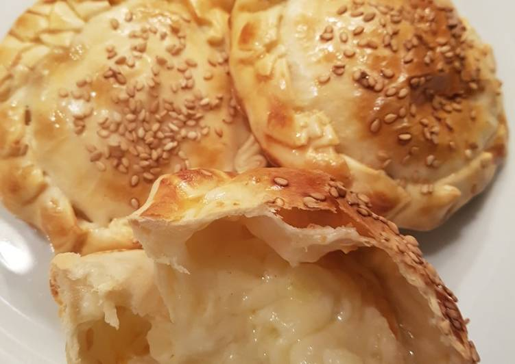 Empanadillas mozzarela y cebolleta