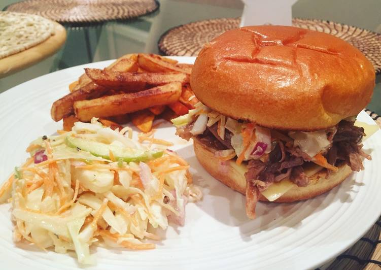 Recipe: Perfect Bbq pulled pork burger