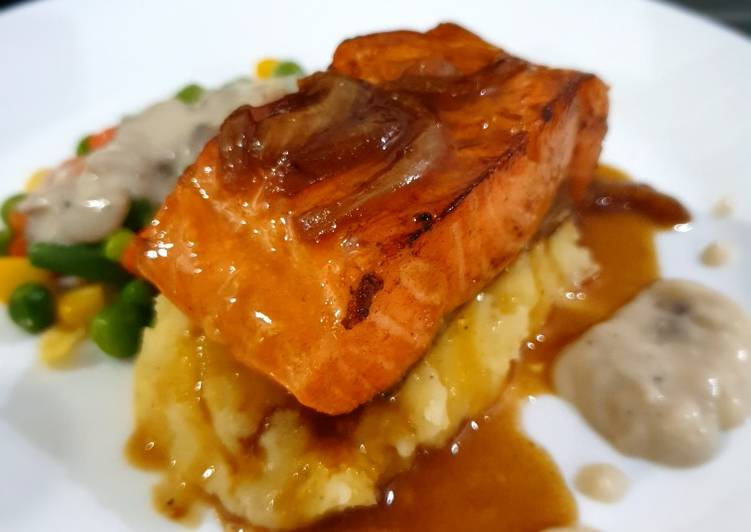 Grilled Salmon with homemade sauce