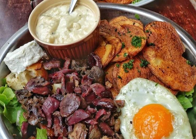 Recette Des Salade Magret de canard et sa sauce au Roquefort