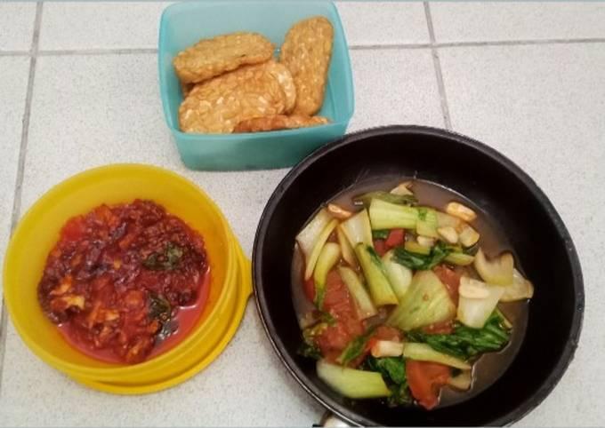 Resep Tempe goreng bawang dengan sambel merah pedes daun…