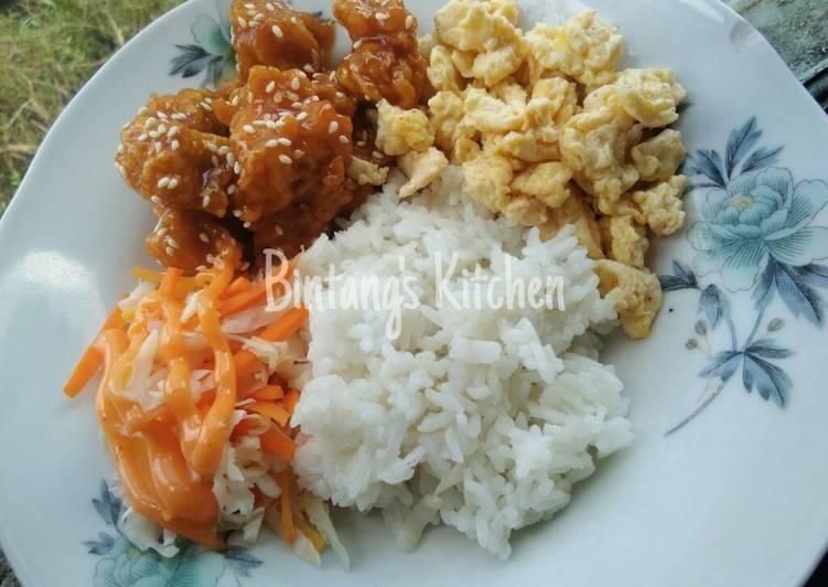 Spicy Chicken Pop with Scramble Eggs + Salad