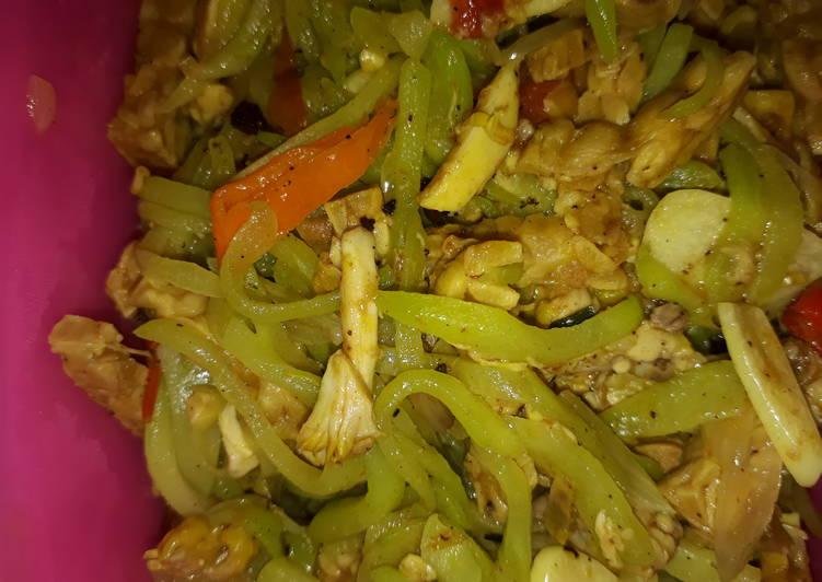 Cah waluh(labu) tempe ayam suwir enak'reunyah'ngeunah'seuhah😉😊