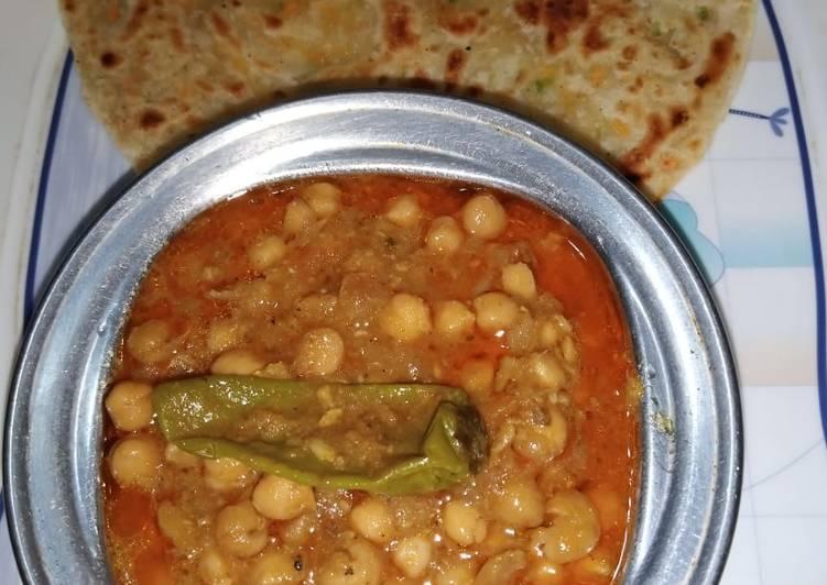 Chickpeas Gravy with Paratha