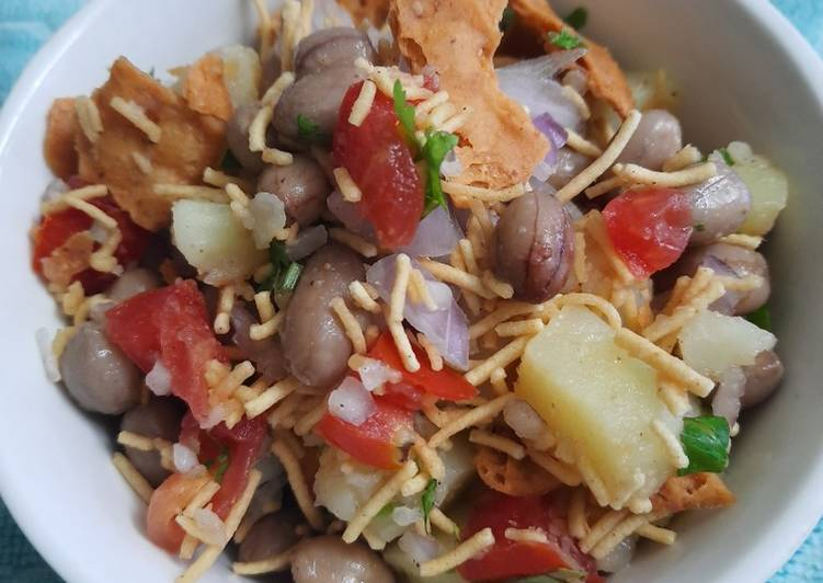 15 Minute Recipe of Quick Dry Aloo Chat