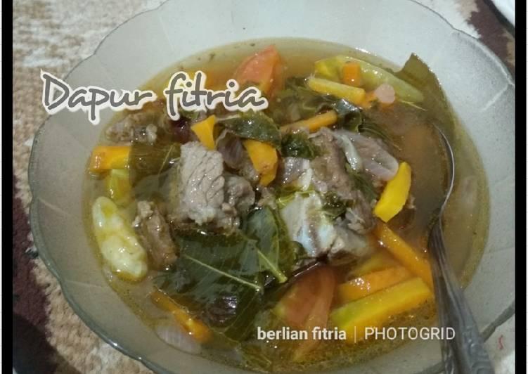 """Sayur asem"""" daging sapi, daun kedondong seger #by berlian fitria"""