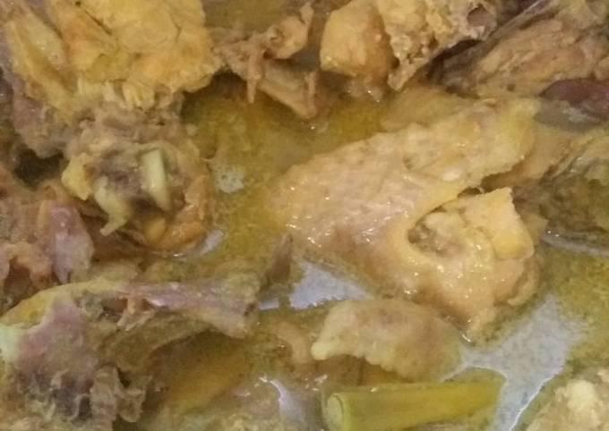 Opor /kare kuning ayam kampung