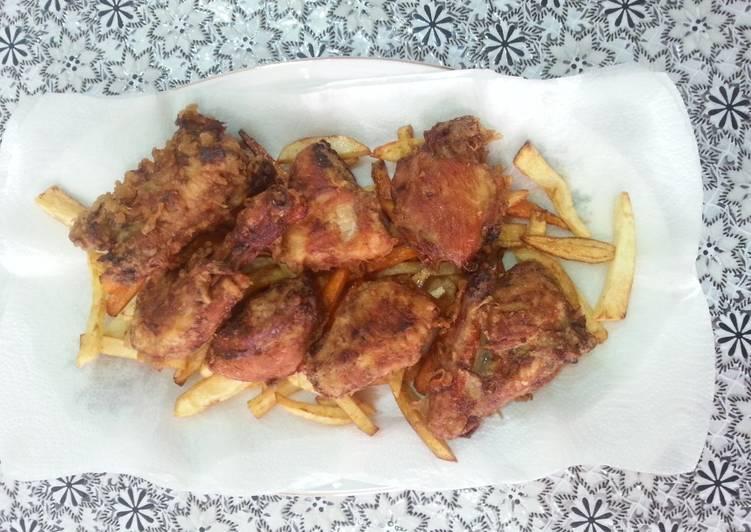دجاج مقلي مع اصابع البطاطس والجزر