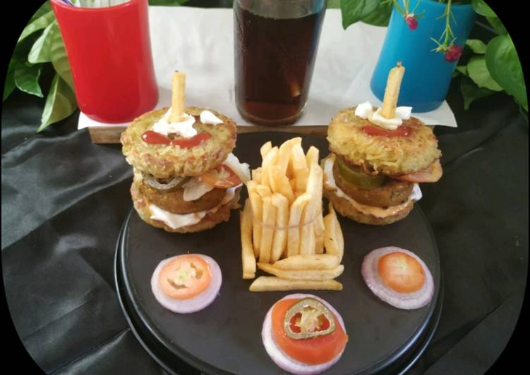 How to Make Delicious Noodle Burger with Aloo Tikki
