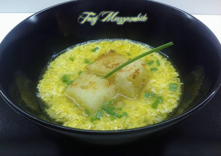 Zuppa d'aglio con stracciatella d'uovo