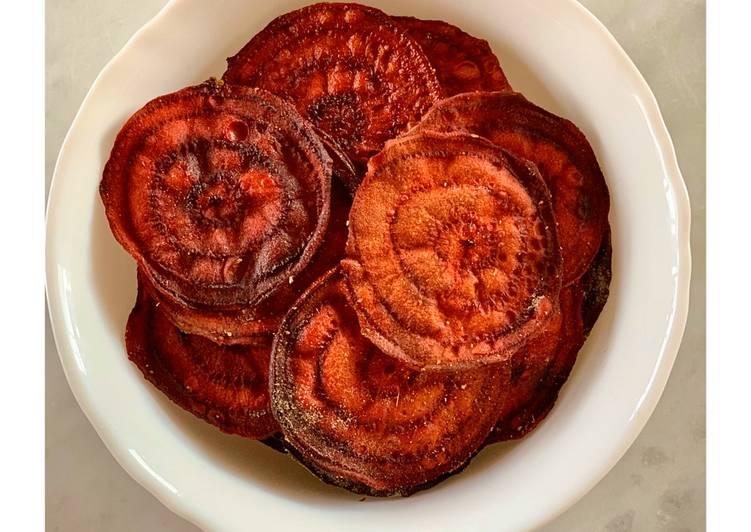 Baked beetroot crisps