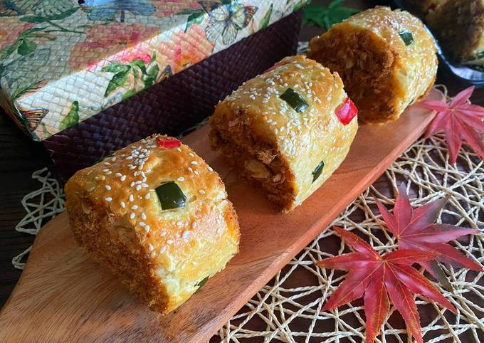 Beef Floss Roll Bun / Roti Abon Gulung