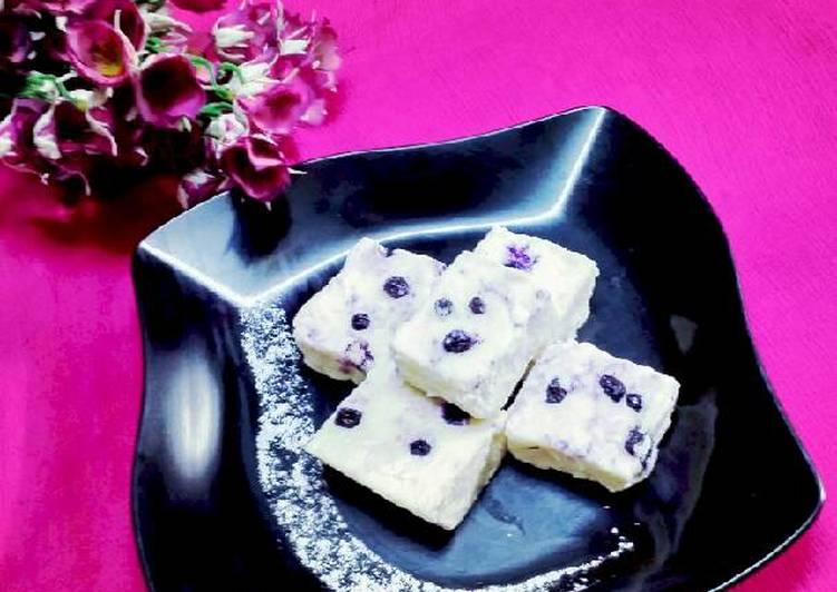 Blueberry ice cream sandesh