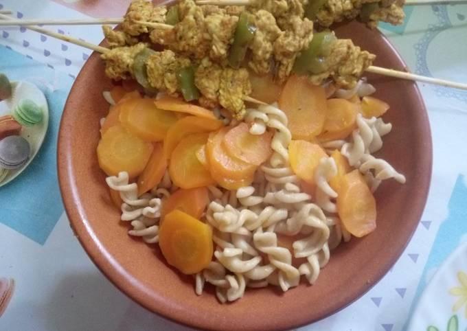Pâtes complètes healthy avec brochettes d'escalopes