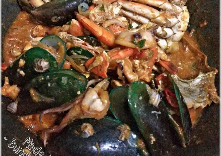 Kepiting dan Seafood Saus Tiram Pedas