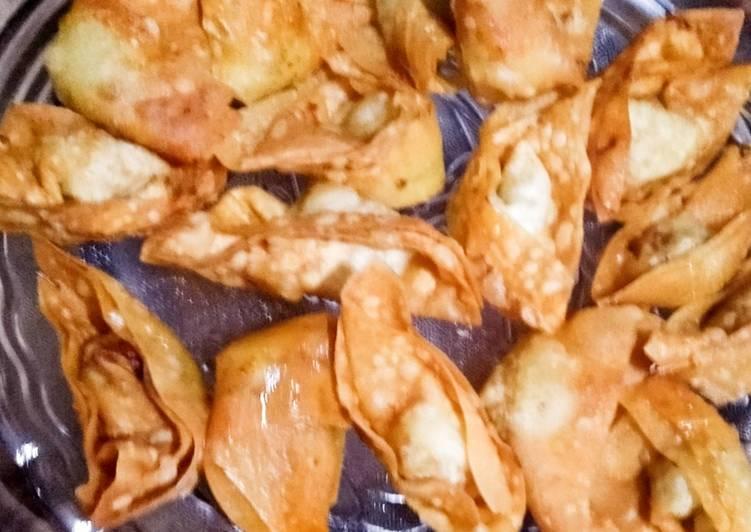 Chicken cheese wonton