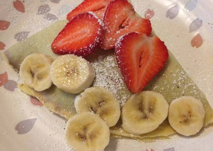 How to Prepare Appetizing Basic Crepe with strawberry banana Nutella spread