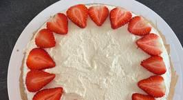 Hình ảnh món Mandeln Kuchen (bánh gatô hạnh nhân)  Trang trí hạt, trái cây tuỳ thích. Mình thích trang trí dâu