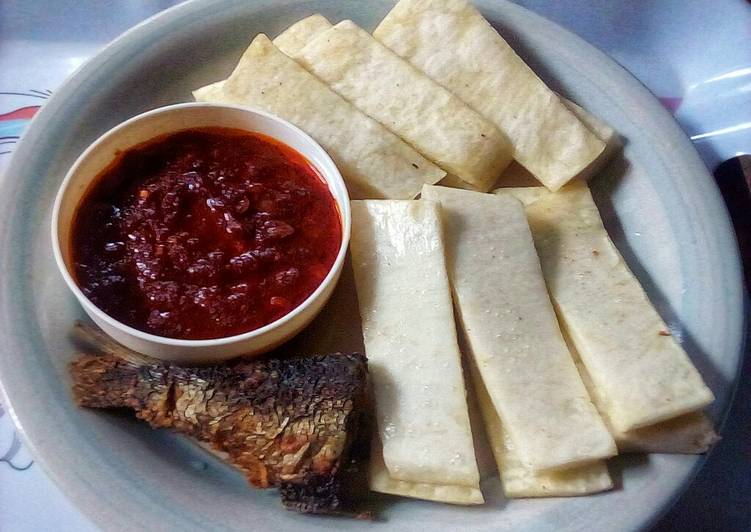 Steps to Prepare Ultimate Yam Fingers,Sweet Chilli Pepper Sauce and Fried Fish