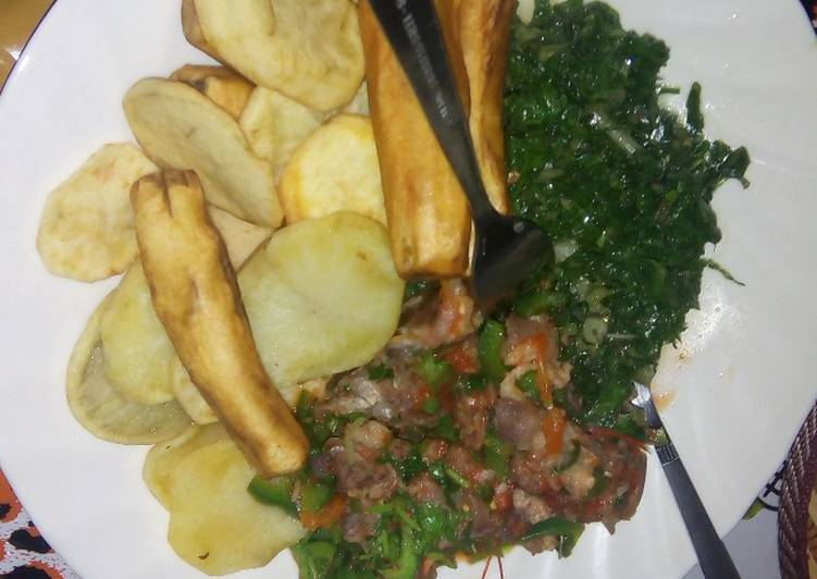 Easiest Way to Make Yummy Deep fried potatoes and green bananas served with beef stew and spinach