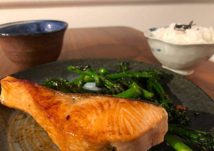 Pan fried salmon with vegetable