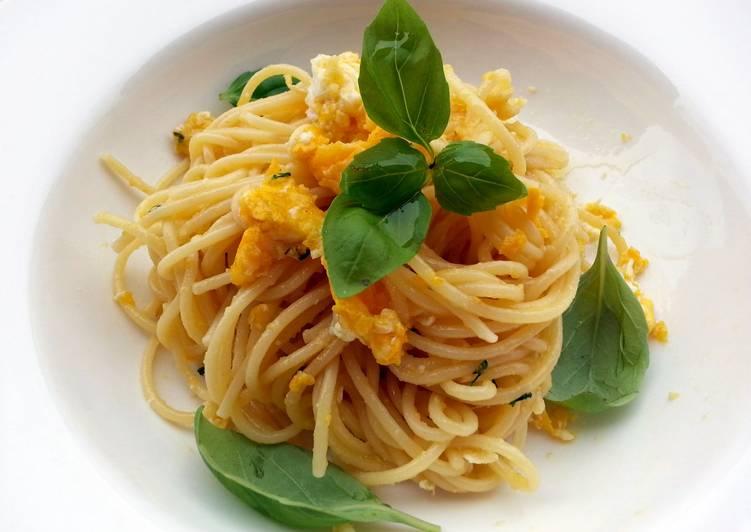 Spaghetti In Cheesy Basil Egg Sauce
