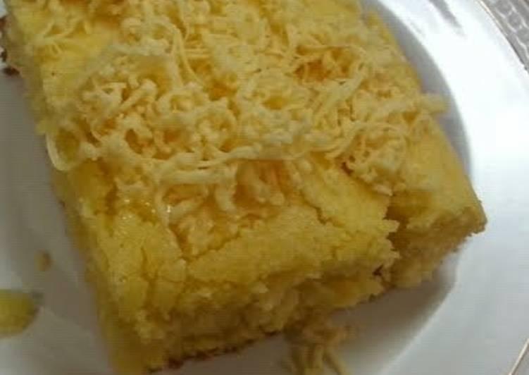 Corn bread top w/ cheese