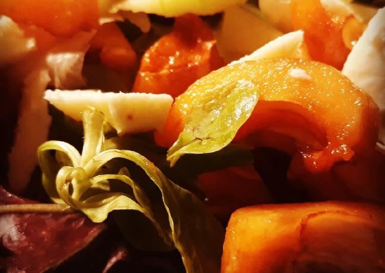 Ensalada de nísperos y queso de mozzarella fresca
