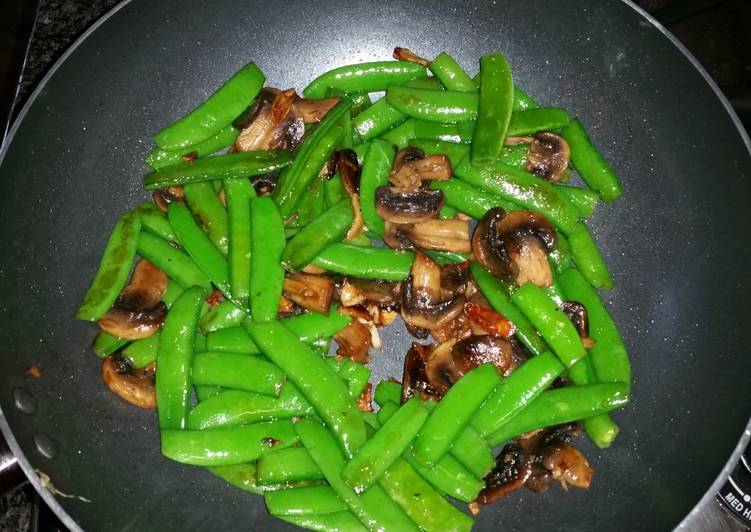Simple Way to Make Homemade Stir-fry Sugar Snap Peas & Mushrooms