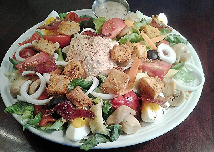 Tuna Dinner Salad With Crispy Potato Croutons