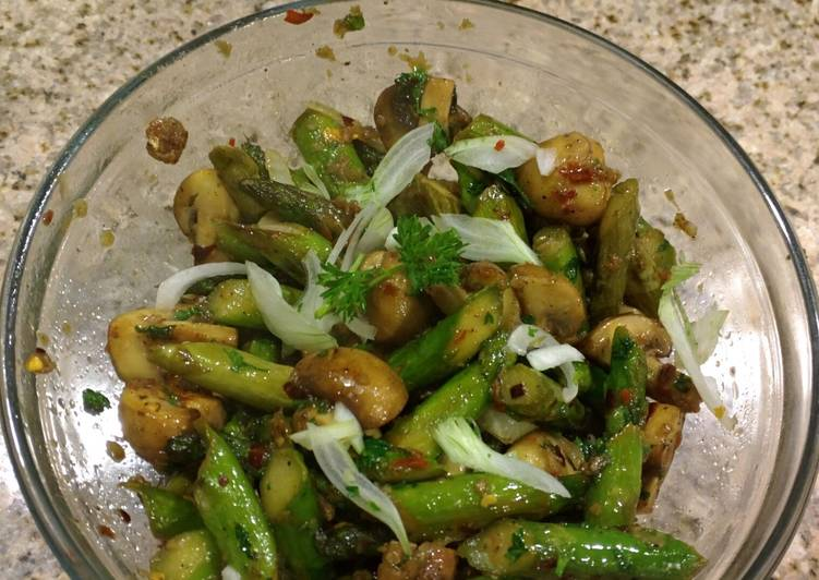Easiest Way to Prepare Delicious Garlicky Asparagus and Mushroom Stirfry