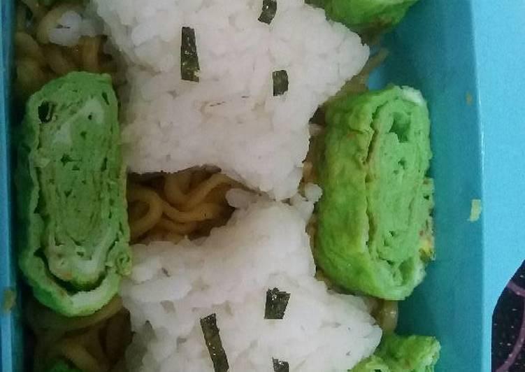Resep Mie goreng ayam dengan dadar hijau (bekal sekolah), Bikin Ngiler