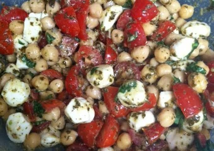 Chickpea, Pesto, Tomato & Mozzarella Salad