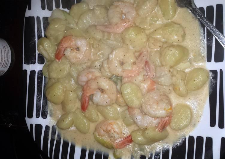 Recipe: Perfect shrimp and scallop in a creamy garlic  butter sauce
