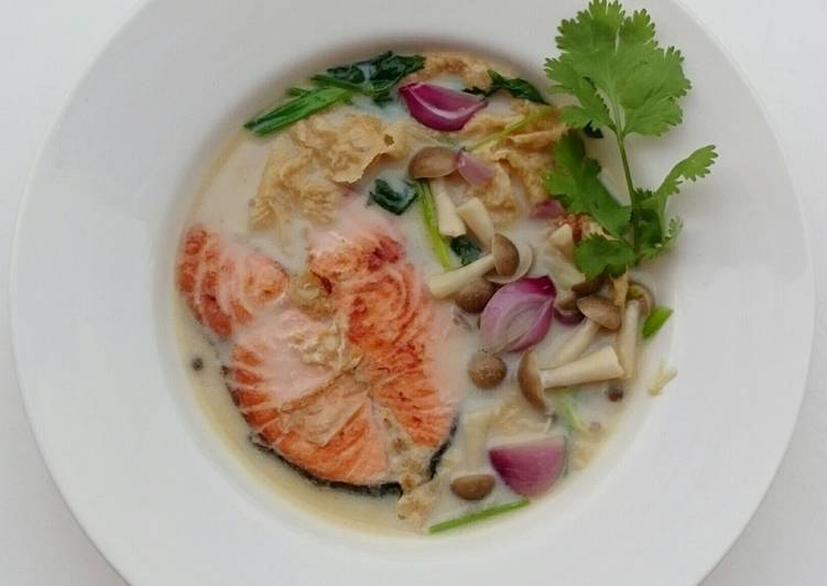 Salmon And Shimeji Mushroom In Milk Soup – Eating Well Cookbooks