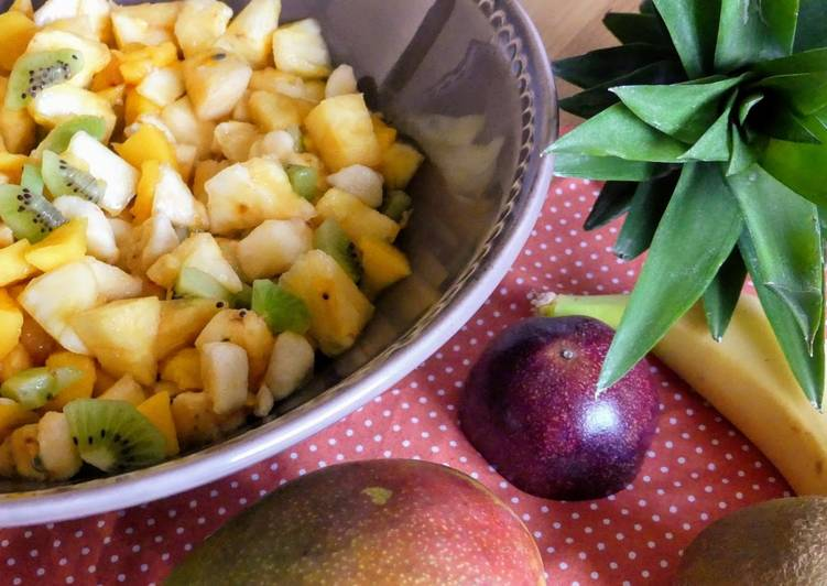 Salade de fruits exotiques frais au rhum brun