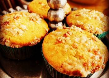 How to Recipe Delicious Filipino Cheese Cupcakes with Cheese Crumble