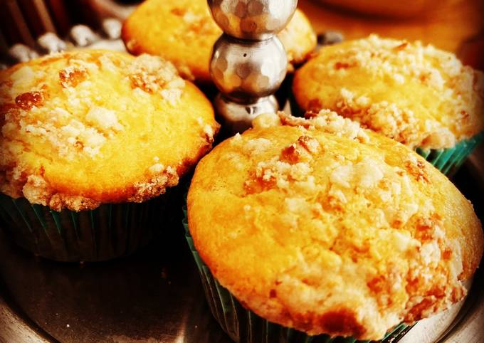 Filipino Cheese Cupcakes with Cheese Crumble